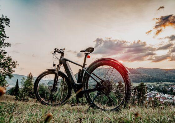 Ein E-Bike zum fahren gibt es in jeder Form und Farbe.