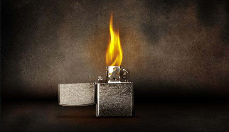 Damit kann es jeder. Doch wie sieht es aus wenn man ein Feuer ohne Streichhölzer/Feuerzeug an machen will?