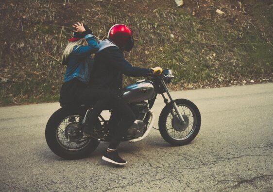 Ein Motorrad fahren gibt ein Gefühl von Freiheit!