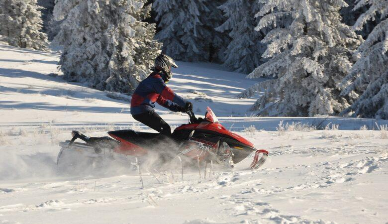 Da bekommt man gleich Lust auch mit dem Schneemobil fahren zu können, oder?