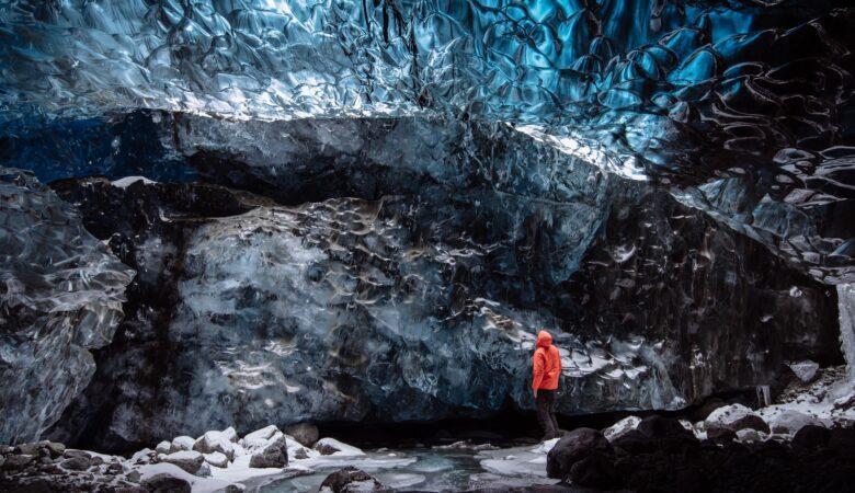 Nass, dunkel und eng. Eine Höhle erkunden kann eine echte Herausforderung sein.