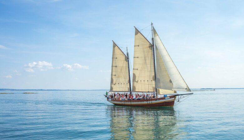 Wind und Wasser kann man nur beim Segeln bezwingen. Einen Segeltörn machen zu können ist der Traum vieler Menschen.