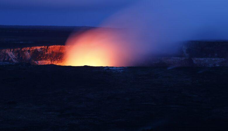 Vulkane sind erstaunliche Wunder der Natur. Einen Vulkan besteigen ein Traum.