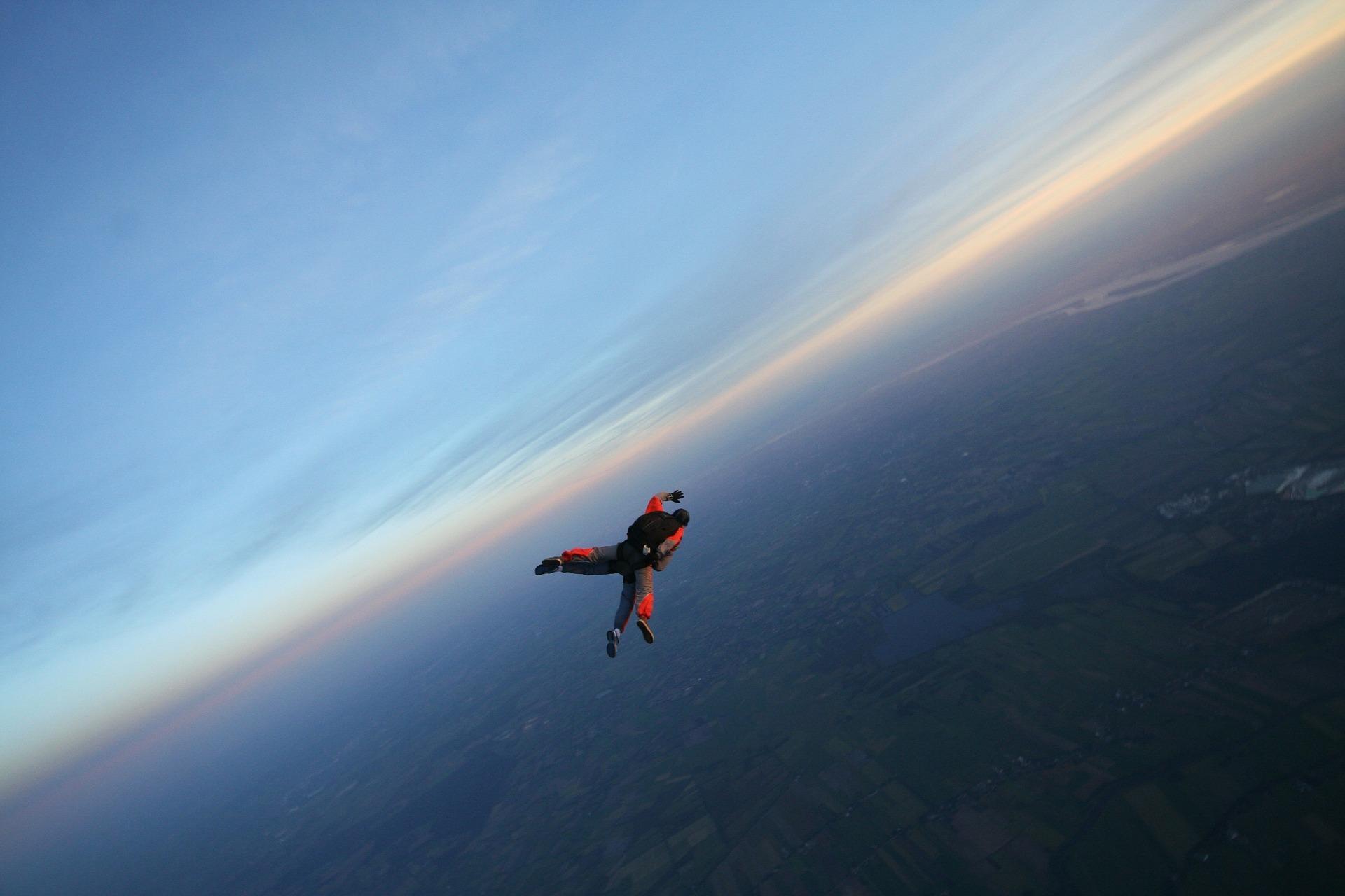 Wer es einmal macht will es wieder machen: Fallschirm springen.