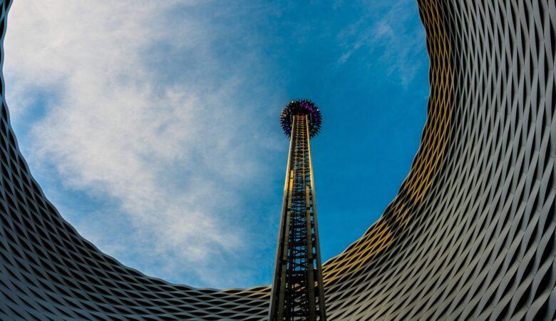 Manche bekommen schon beim Anblick nasse Hände, andere lieben den Kick beim Freefall Tower fahren.
