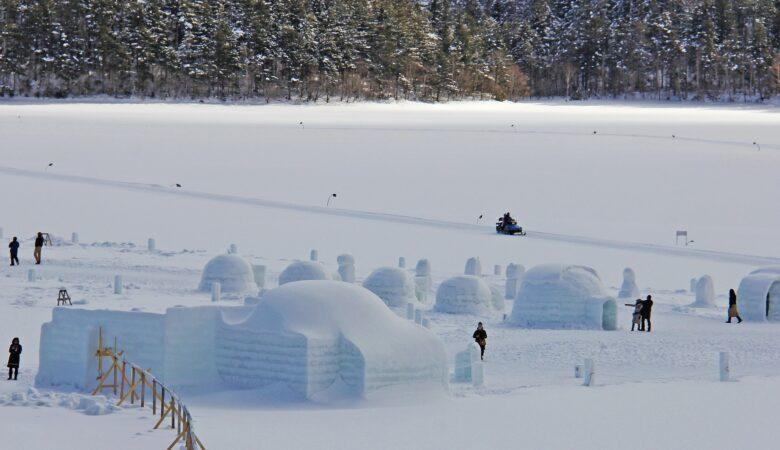 In einem Iglu übernachten kann man überall wo viel Schnee fällt.