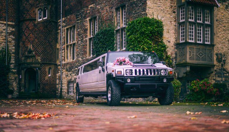 In einer Limousine fahren kann man zu jedem Anlass - zum Beispiel zur Hochzeit.