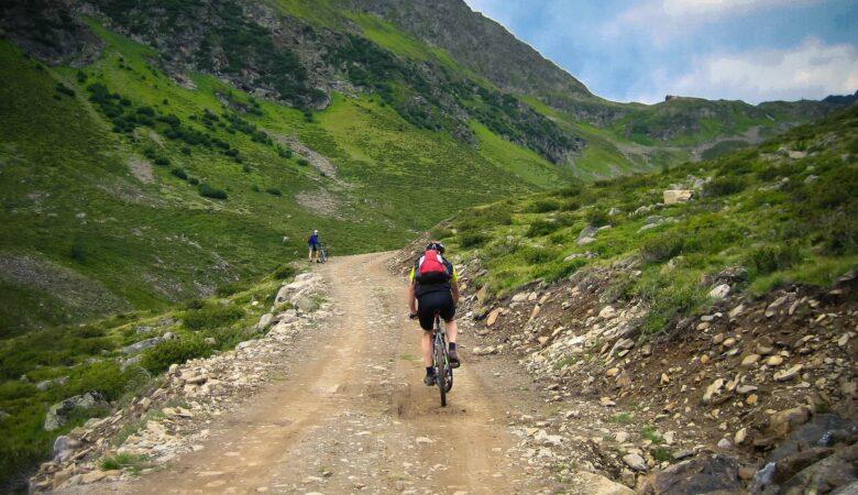 Mit dem Mountain Bike durch die Berge fahren. Ein echter Traum!