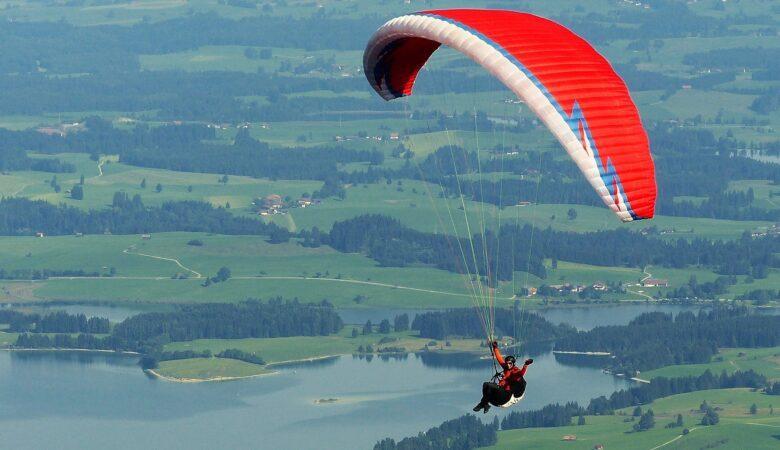 Ähnlich wie beim Hanggleiter hat man beim Paragliding schier endlose Freiheit.