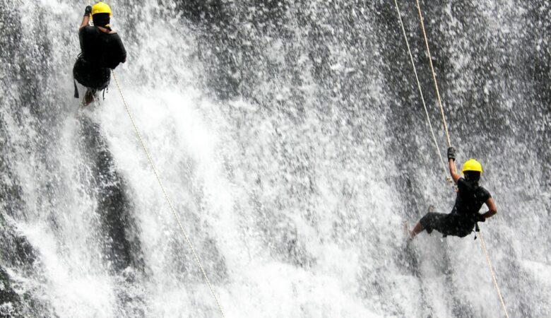 In einem Wasserfall abseilen - Ein Traum vieler Menschen.
